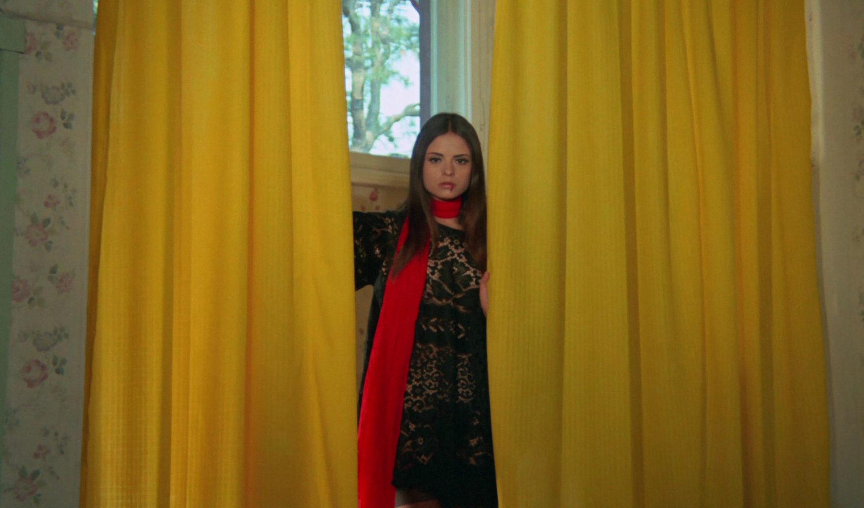 Soledad Miranda makes a gorgeous Ersatz Dracula in Jess Franco's Vampyros Lesbos (1971)